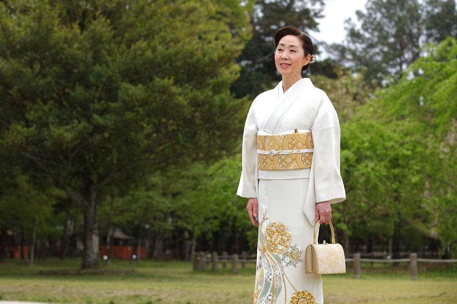 叙勲、褒章で参内する際に着用する色留袖 女性のドレスコードについて