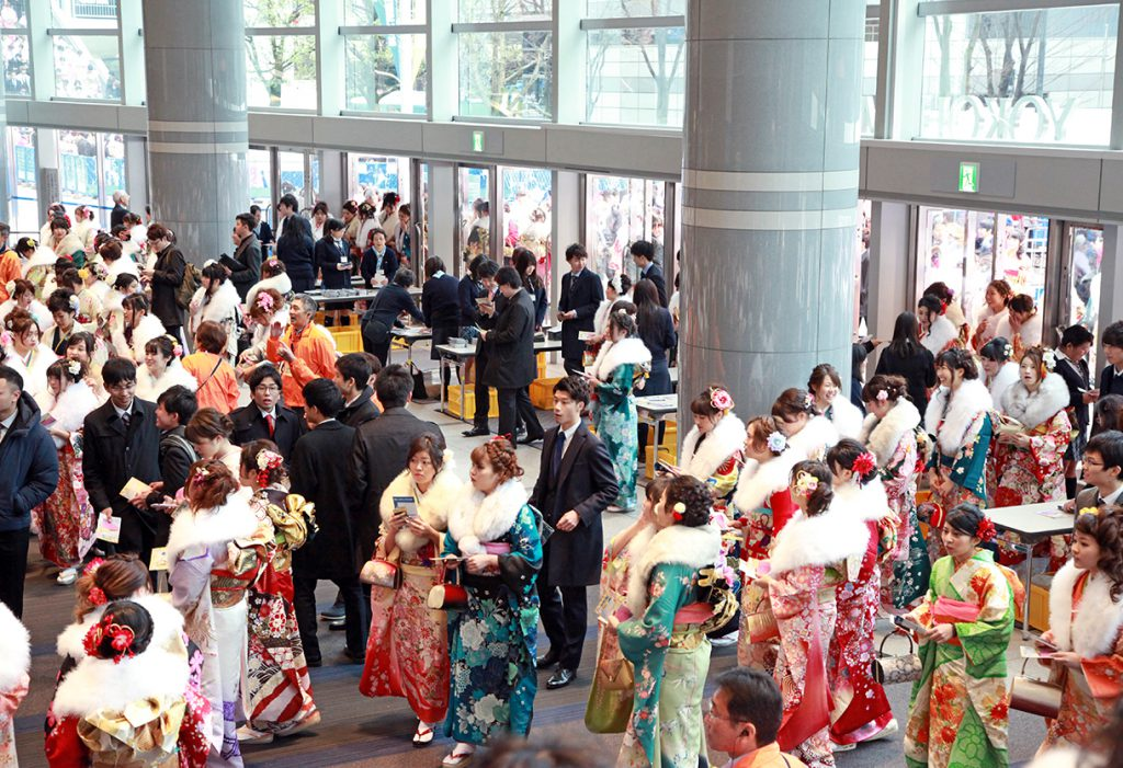 横浜市の成人式_マンモス式典