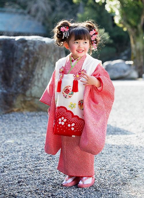 ca8a10901ba22 2019年の七五三 3歳の女の子に人気の着物の色は?