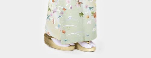 白い足袋に礼装の草履
